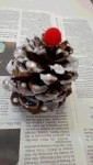 松ぼっくりでクリスマスツリー制作